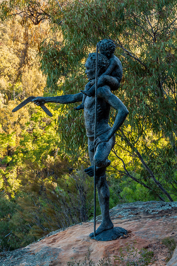 Dandry Gorge and sculptures in the scrub at Timallallie National Park